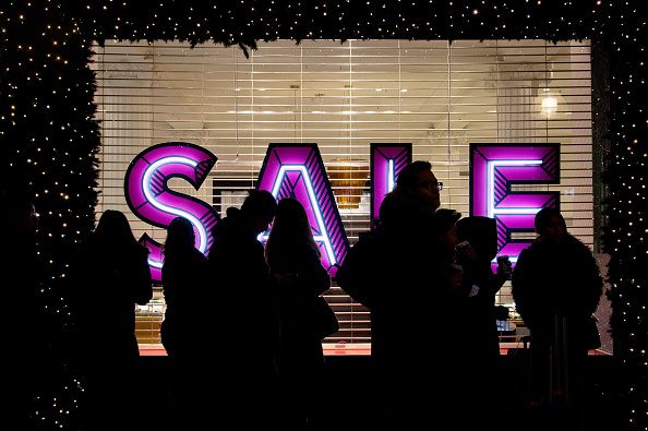 LONDON, ENGLAND - DECEMBER 26: Shoppers queue outside Selfridges ahead of the annual boxing day sales at Selfridges on December 26, 2014 in London, England. (Photo by Ben A. Pruchnie/Getty Images)